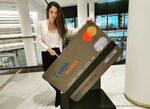 I přes rostoucí nabídku on-line služeb zlepšily české banky opět meziročně obsluhu svých klientů na pobočkách