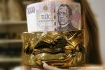 Zlato je kvůli konfliktu USA s Iránem na šestiletém maximu 1574 dolarů za unci