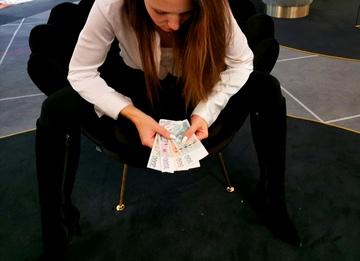 Dobrá zpráva: Příští rok zaplatíme na daních o tisíce korun méně