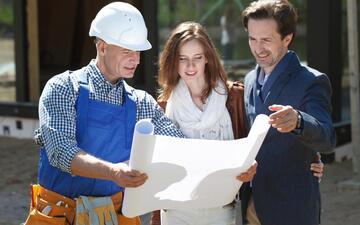 Většina lidí svěřuje rekonstrukci řemeslníkům. Sama si na ni troufne jen pětina Čechů