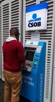 ČSOB zlepšuje obsluhu bankomatů pro nevidomé klienty